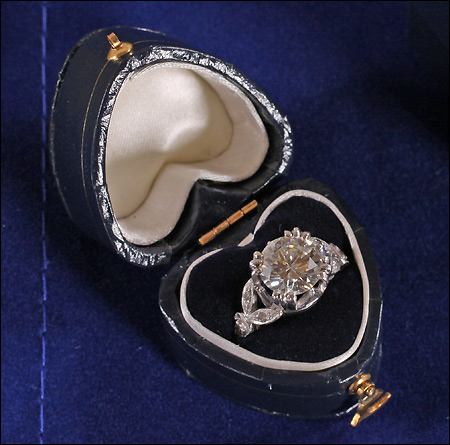 Retro jewelry facts fashions trends antique style for Heart shaped engagement ring box