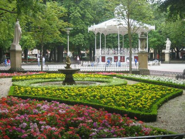 Cursos de verano de espa ol en el parador de arg maniz for Hotel jardines de uleta vitoria