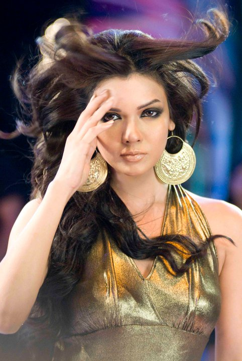 Nomi Ansari Pakistani Movie Fashion Collection