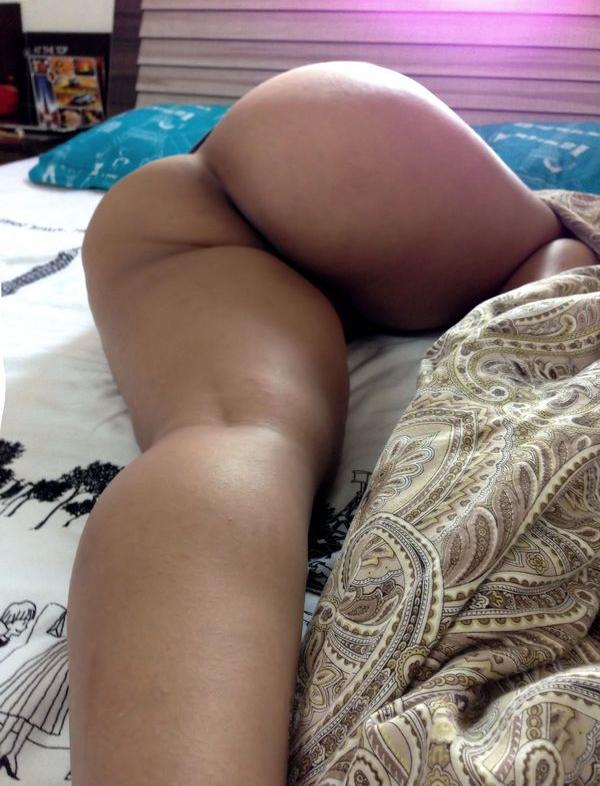 desi bhabhi malti lying on bed showing round ass n choot pics