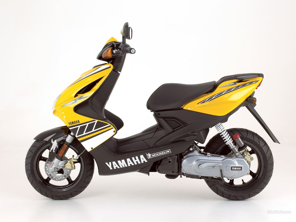 hot moto speed yamaha aerox 50cc. Black Bedroom Furniture Sets. Home Design Ideas