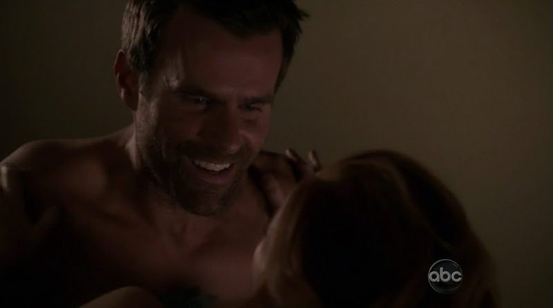 Cameron Mathison Shirtless in Desperate Housewives s8e12
