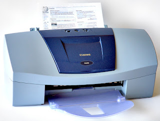 «Canon S520 ink jet printer» de André Karwath aka Aka - Trabajo propio. Disponible bajo la licencia CC BY-SA 2.5 vía Wikimedia Commons - https://commons.wikimedia.org/wiki/File:Canon_S520_ink_jet_printer.jpg#/media/File:Canon_S520_ink_jet_printer.jpg