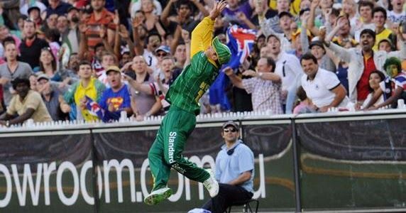 Sports Club: Ab De Villiers Catches Pictures