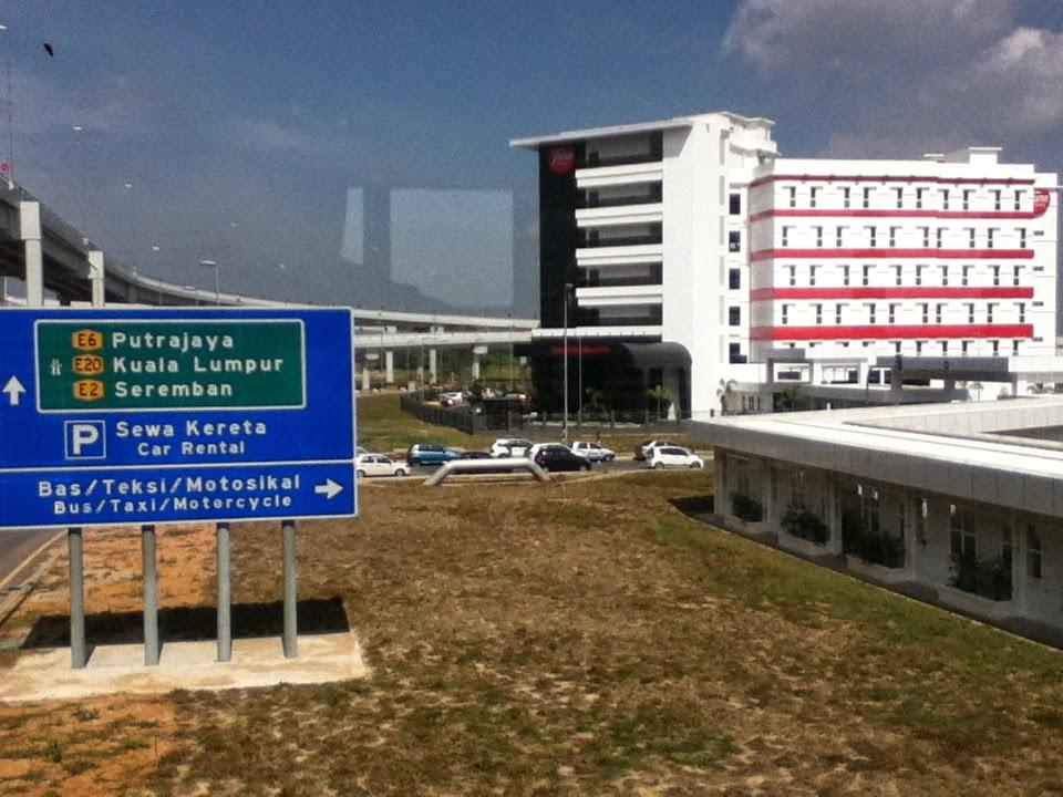 Naik Kereta Atau Bus Dari Bandara KLIA dan KLIA2 ke Kuala