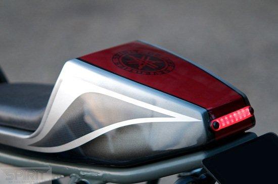 CUSTOM-MOTORCYCLE-www.hydro-carbons.blogspot.com-CAFE-RACER -SPIRIT 7 -YAMAHA -XS750-Led-Tail-lamp