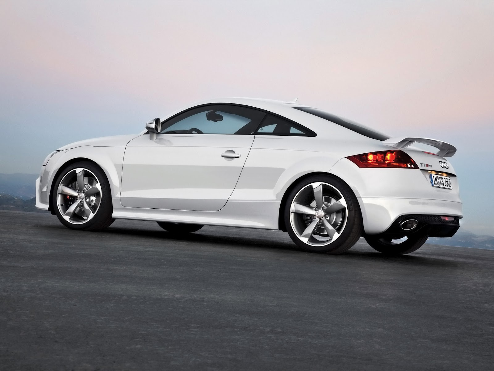 2012 audi tt rs reviews requirements and photos newsautomagz. Black Bedroom Furniture Sets. Home Design Ideas