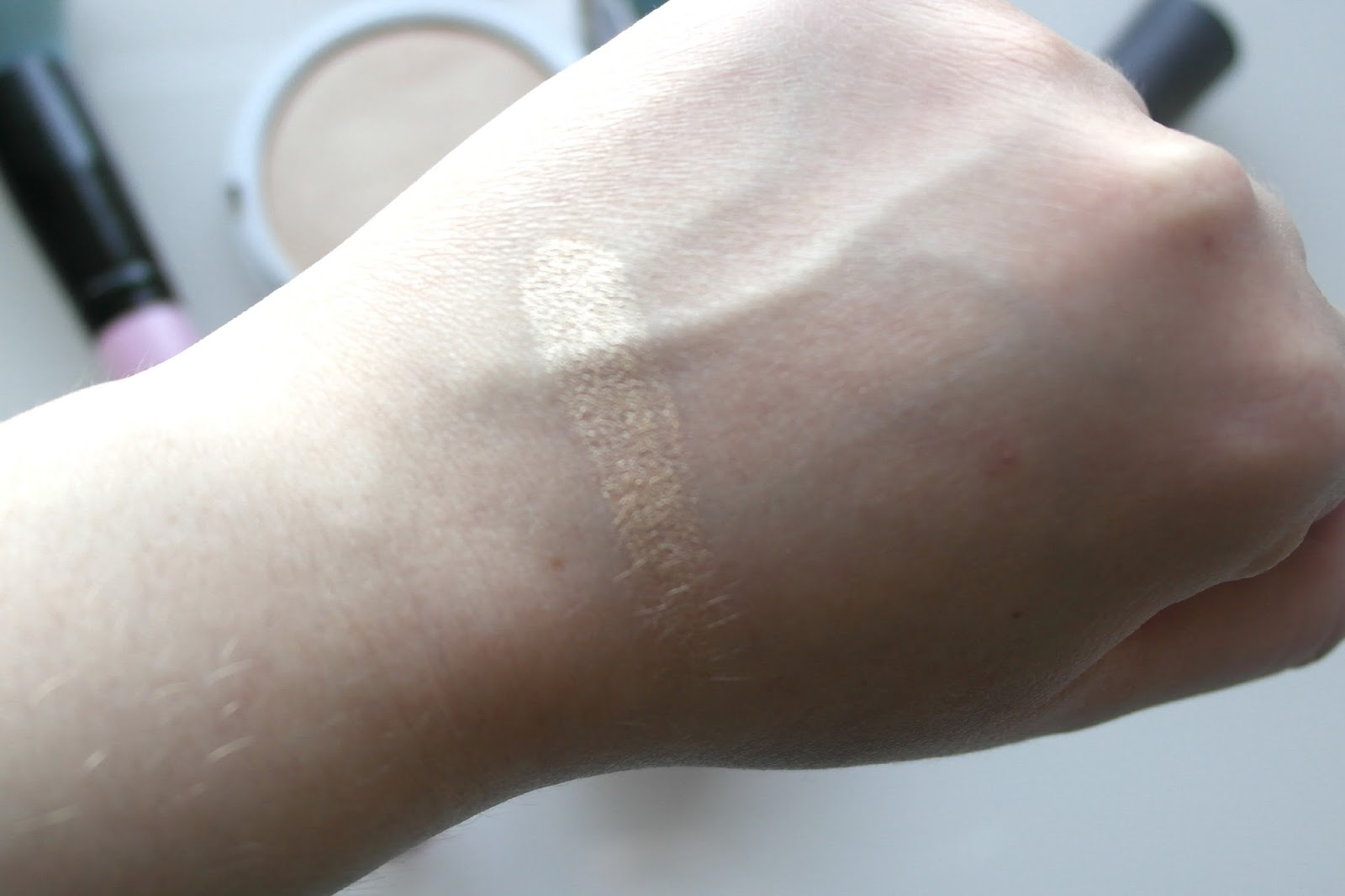 the-balm-mary-loumanizer-highlighter-blog-review-4