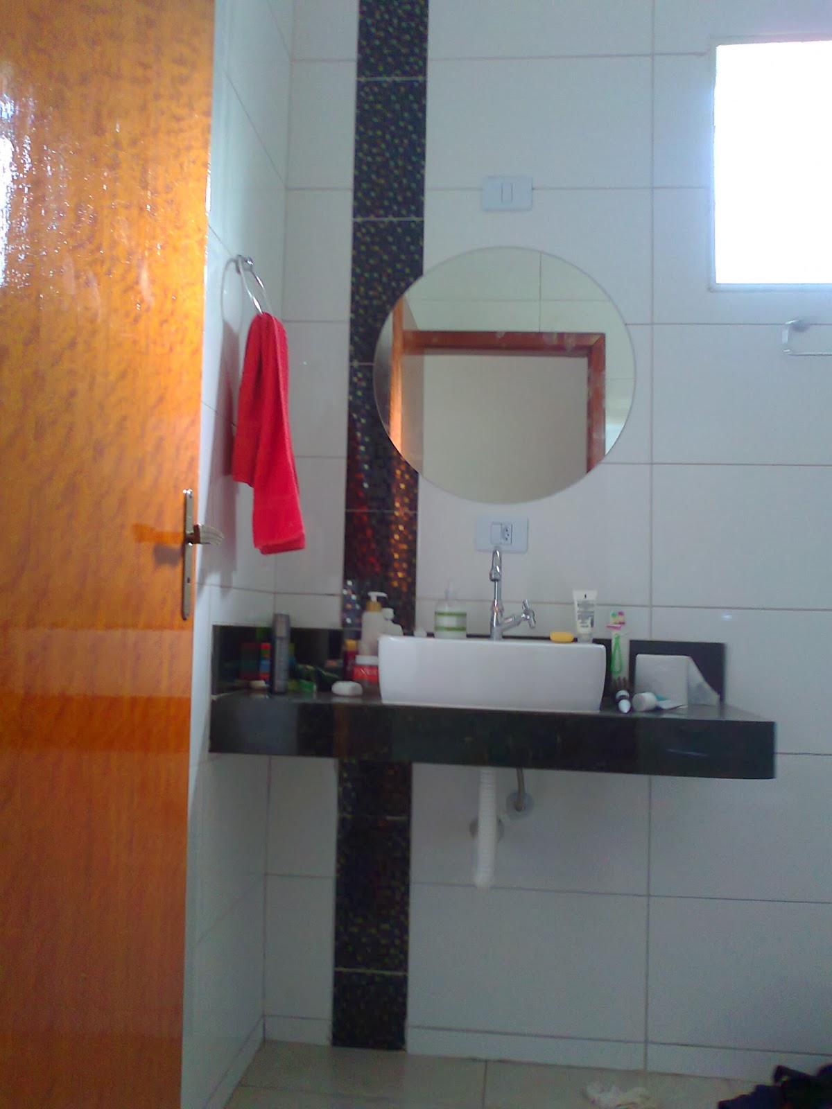 banheiro da suíte segue a mesma ideia do anterior diferenciando  #773820 1200 1600