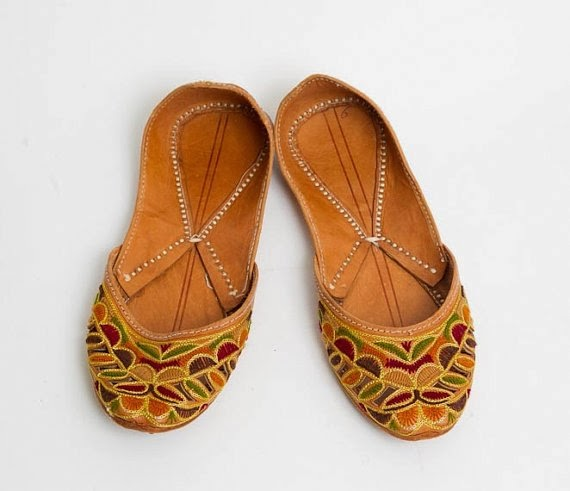 https://www.etsy.com/listing/175715742/50-off-sale-1990s-brown-flats-vintage?ref=favs_view_1
