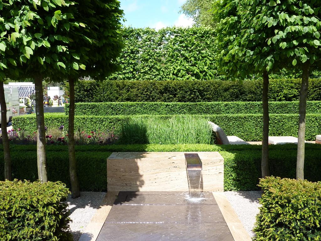 The garden classic contemporary for Chelsea garden designs