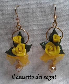 Pendente rose rosse + orecchini vari. Or.+rose+gialle+lunghi