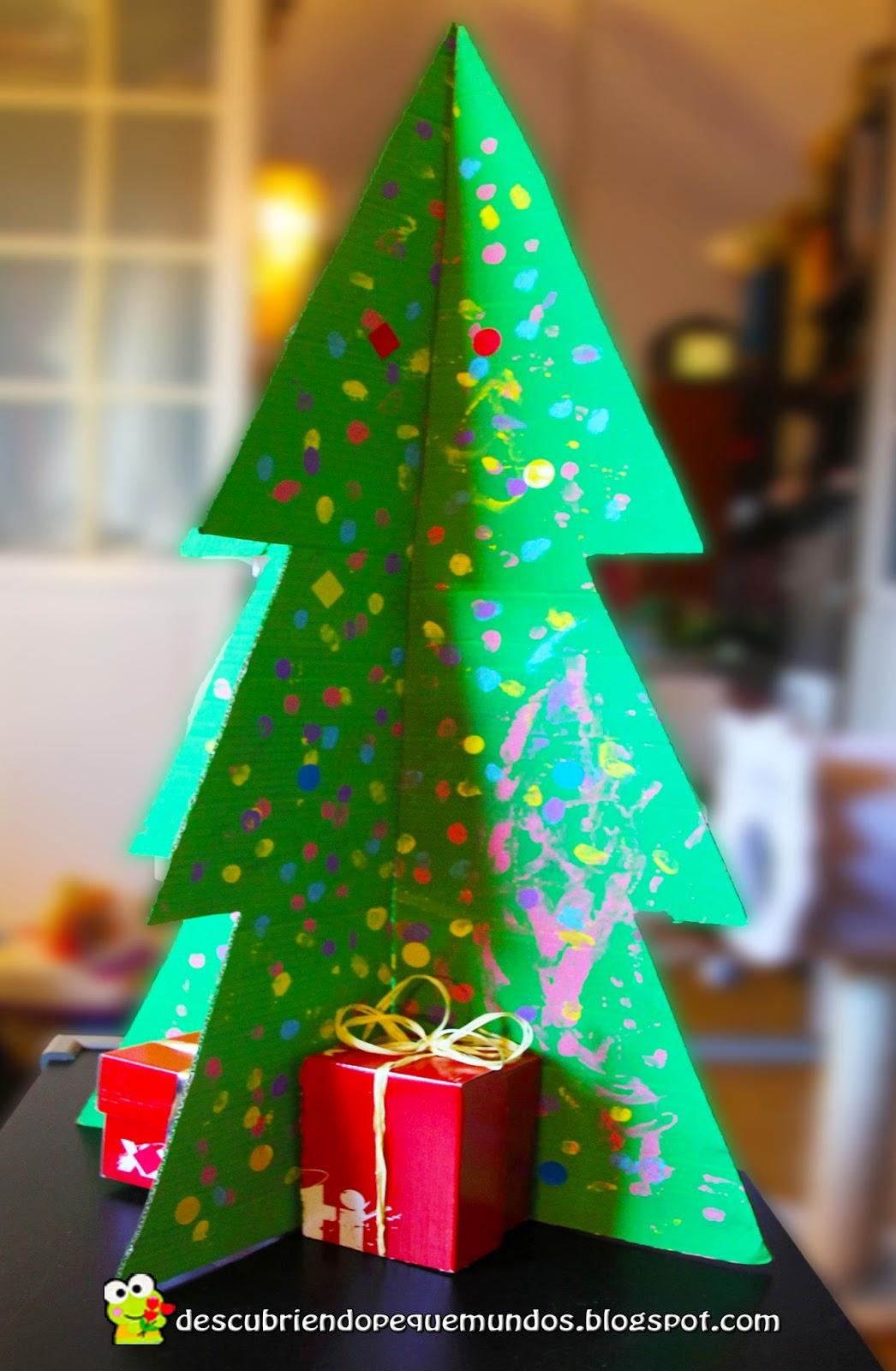 Descubriendo Pequemundos: Árbol de Navidad 3D con materiales reciclados