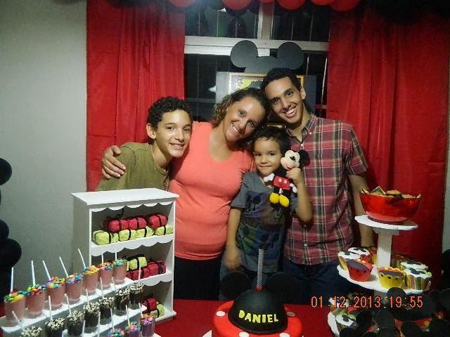 Telvia Kalene Lemos - mãe Daniel - Decoração de balões, peças provençais, lembrancinhas e placa