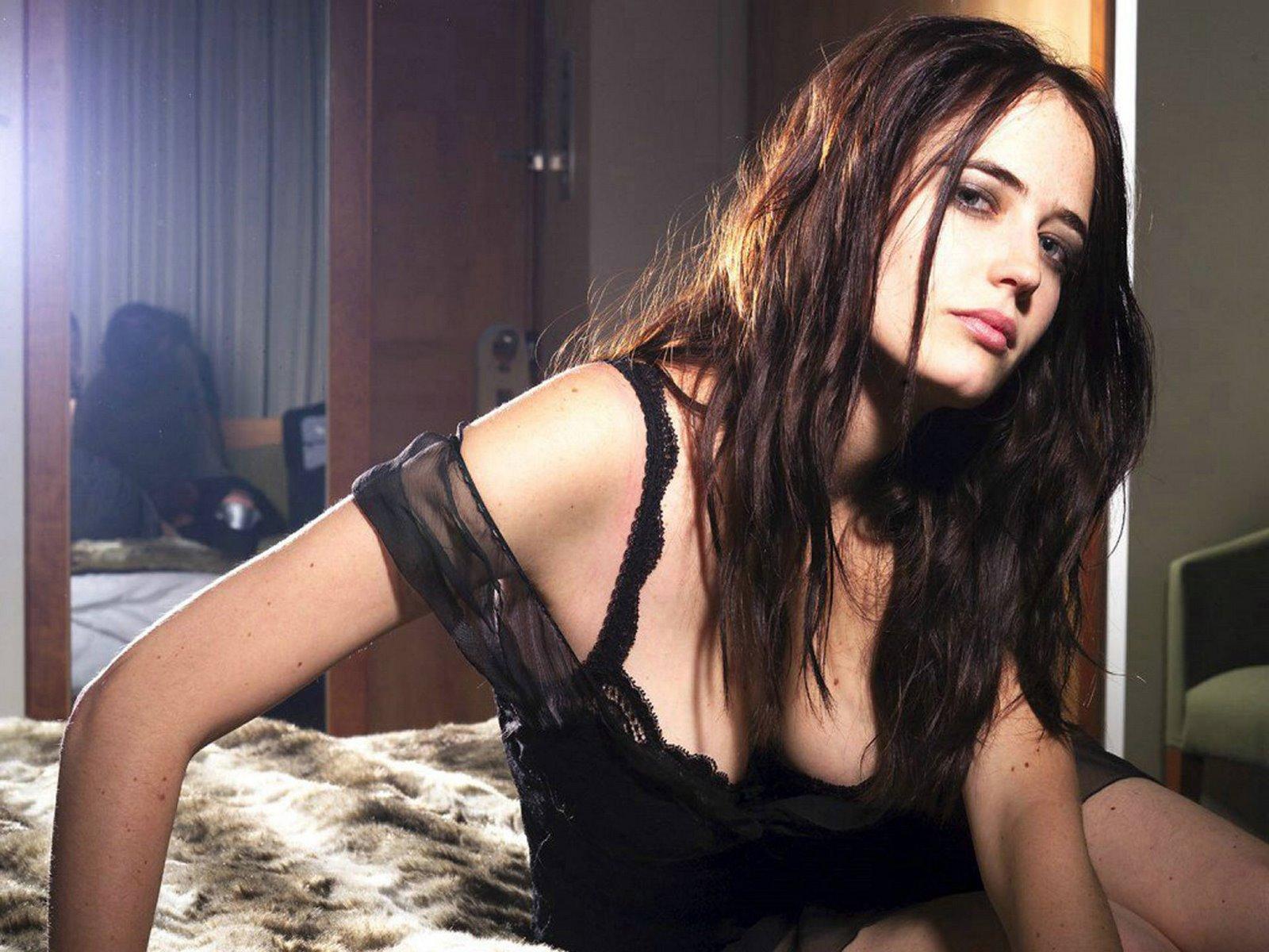http://3.bp.blogspot.com/-COBsCei2q38/Tzq3q9qeyoI/AAAAAAAABt8/5p4OI6q3G5o/s1600/Eva+Green+Hot4.jpg