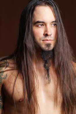 hombres pelo largo