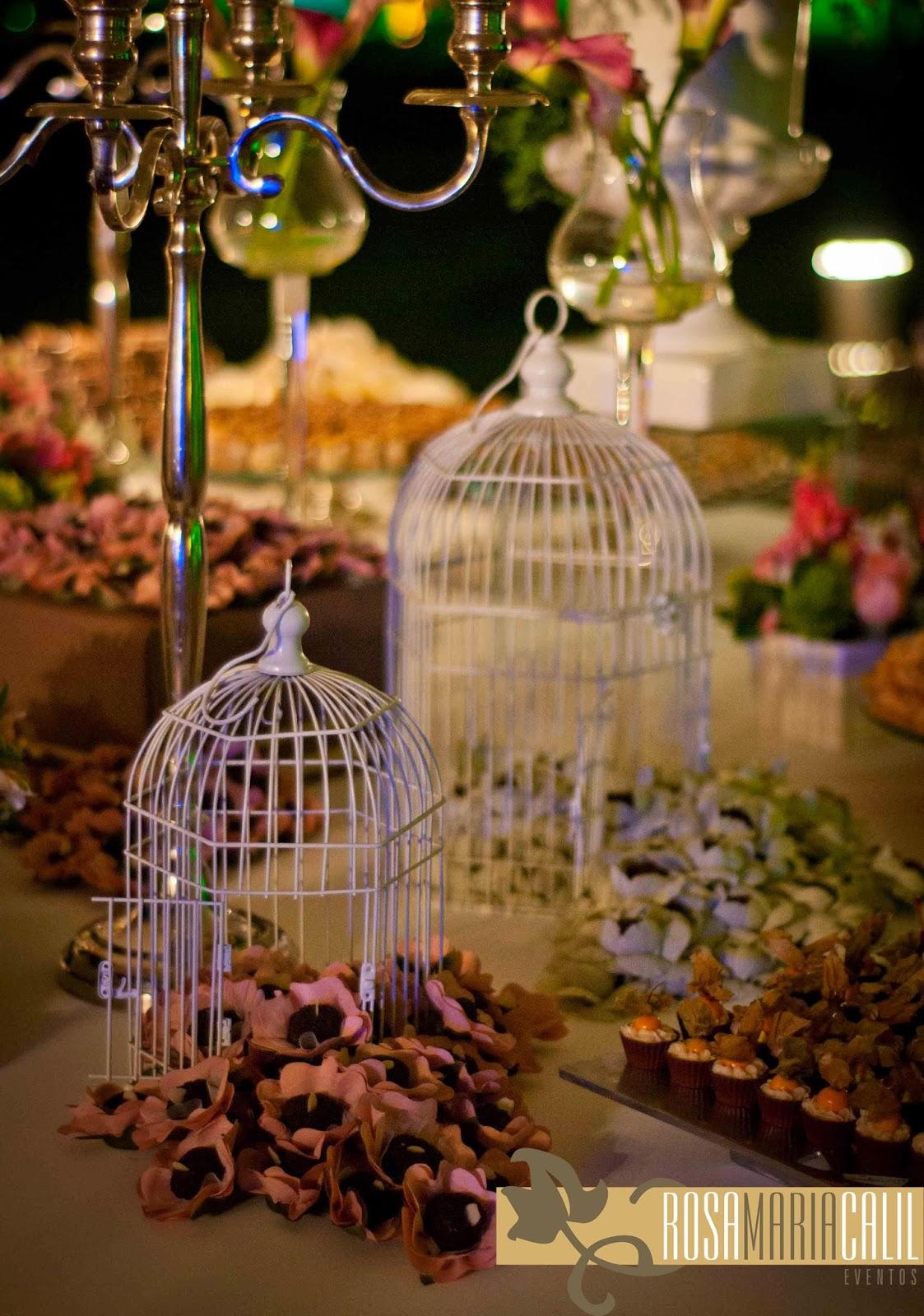 Gaiolas brancas, forminhas de flor com doce, casamento, thiago calil