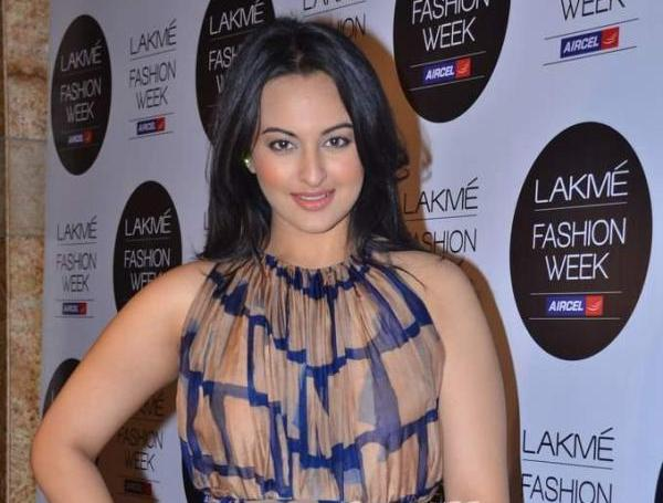 Sonakshi Sinha at LFW 2012 - Front view - Sonakshi Sinha Dress Pics at LFW 2012