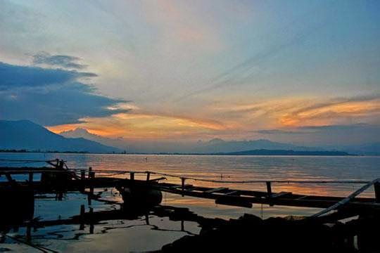 Enjoy Nature Tour Jambi Lake Kerinci Sunset Landscape Photo