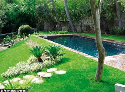 Boiserie c piscine 44 idee per ispirarsi for Arredare giardino con piscina
