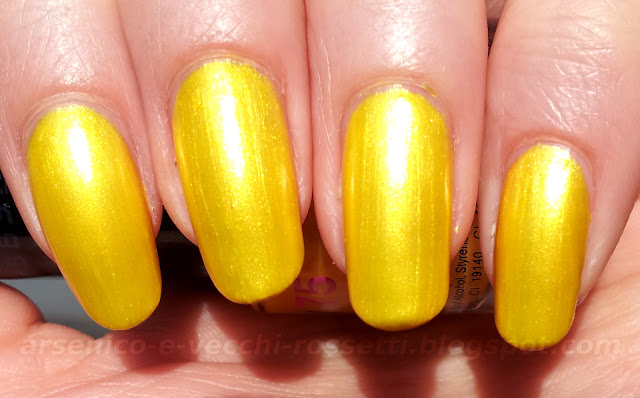 Debby smalto ColorPlay #75 Shocking Yellow swatch