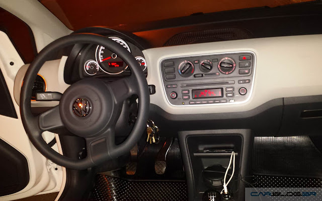 Volskwagen Up! TSI Move-Up! - interior