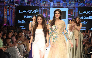 Kriti Sanon Pictures On The Ramp at LFW Winter Festivel 2015 252818)