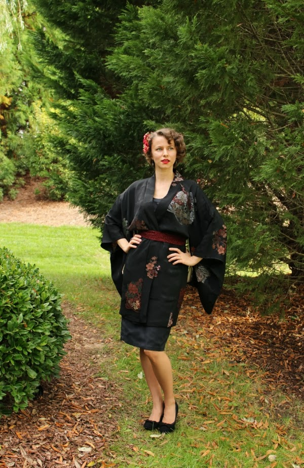 Mid-Century Chic #vintage #fashion #1950s #dress #kimono