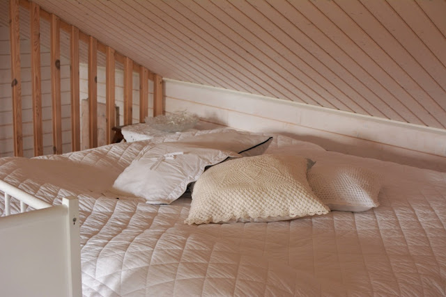 Muonamiehen mökki - Piharakennuksen suuri makuuhuone