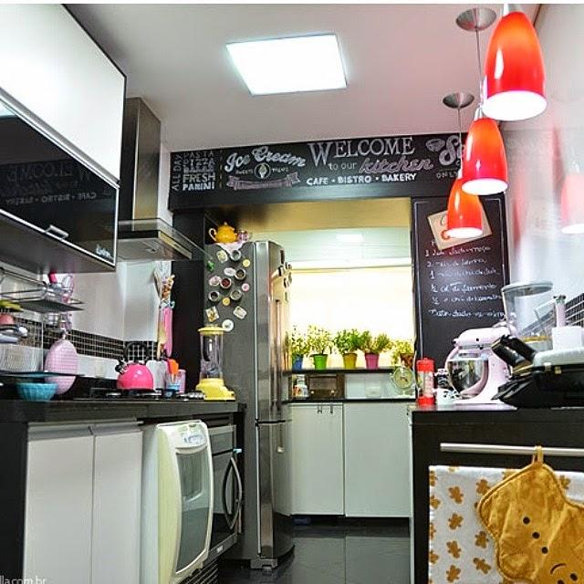 trio de luminárias na cozinha @makeupatelier