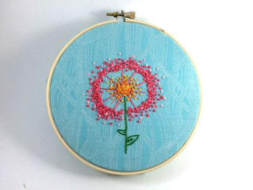 http://hugsarefun.com/dandelion-puff-embroidery-pattern/