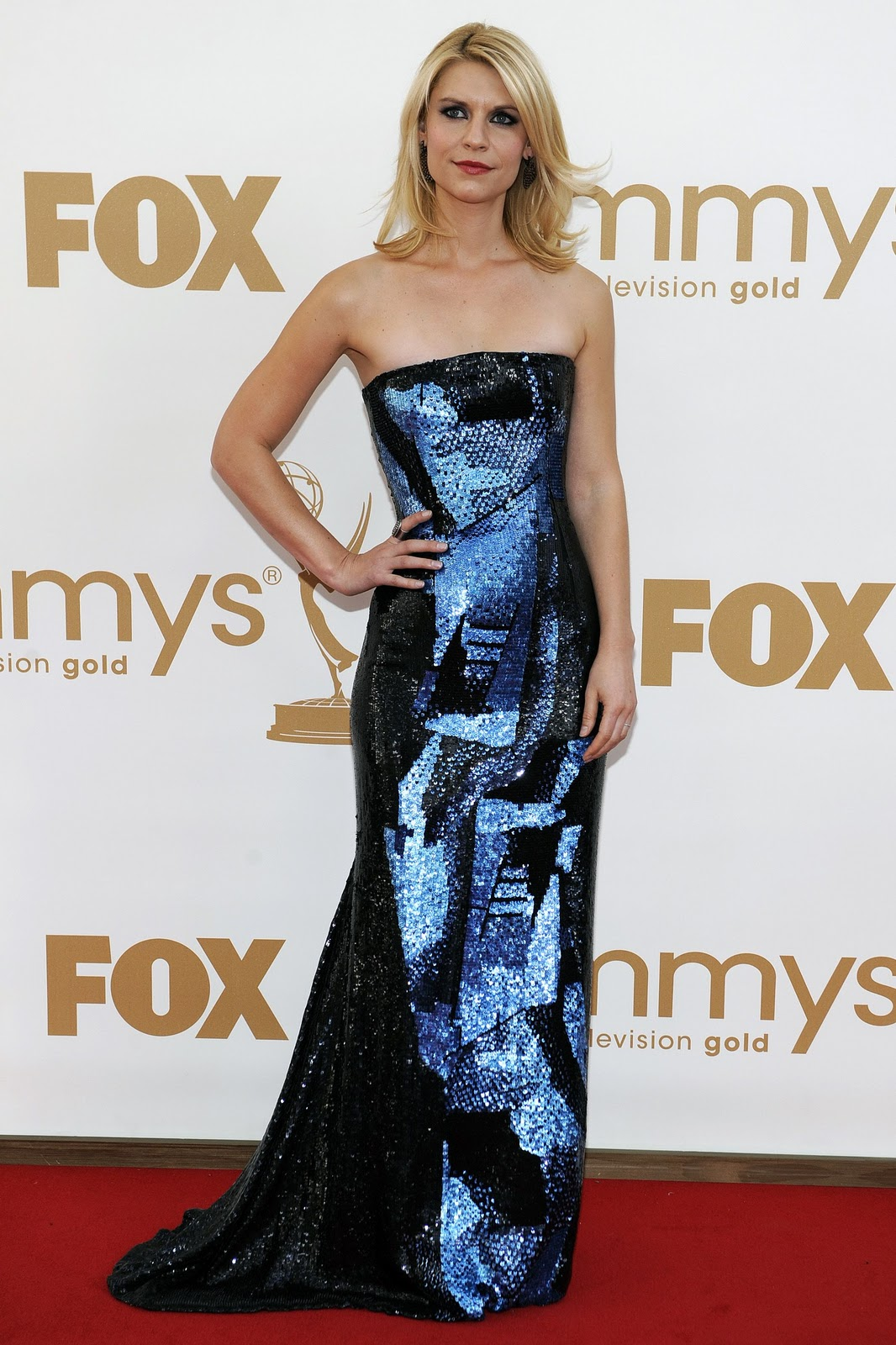 http://3.bp.blogspot.com/-CPj__tdSs_M/TnetwN11ypI/AAAAAAAABRc/Yj2DEoa_2VA/s1600/CU-Claire+Danes+arrives+at+the+63rd+Primetime+Emmy+Awards-04.jpg