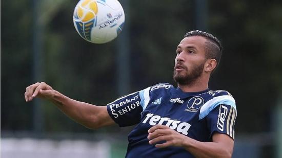 Leandro Pereira tenta se manter entre os titulares do Palmeiras
