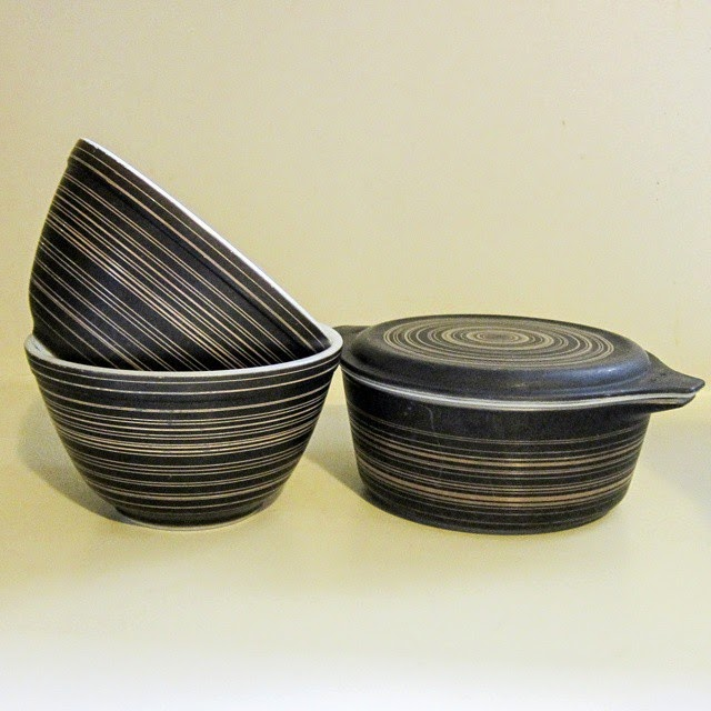 #thriftscorethursday Week 32 | Instagram user: modemjunky shows off this set of vintage Pyrex bakeware bowls