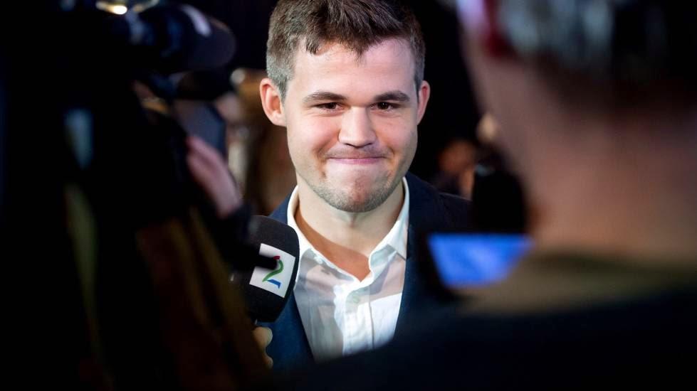 Surprise, Magnus Carlsen commente l'événement eu direct sur la chaîne de télévision norvégienne TV2 - Photo © site officiel