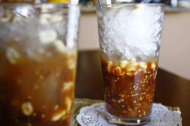 Iced Tamarind with Roasted Peanut (Đá me với đậu phộng rang)