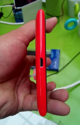 Nokia Lumia 1520 Bottom