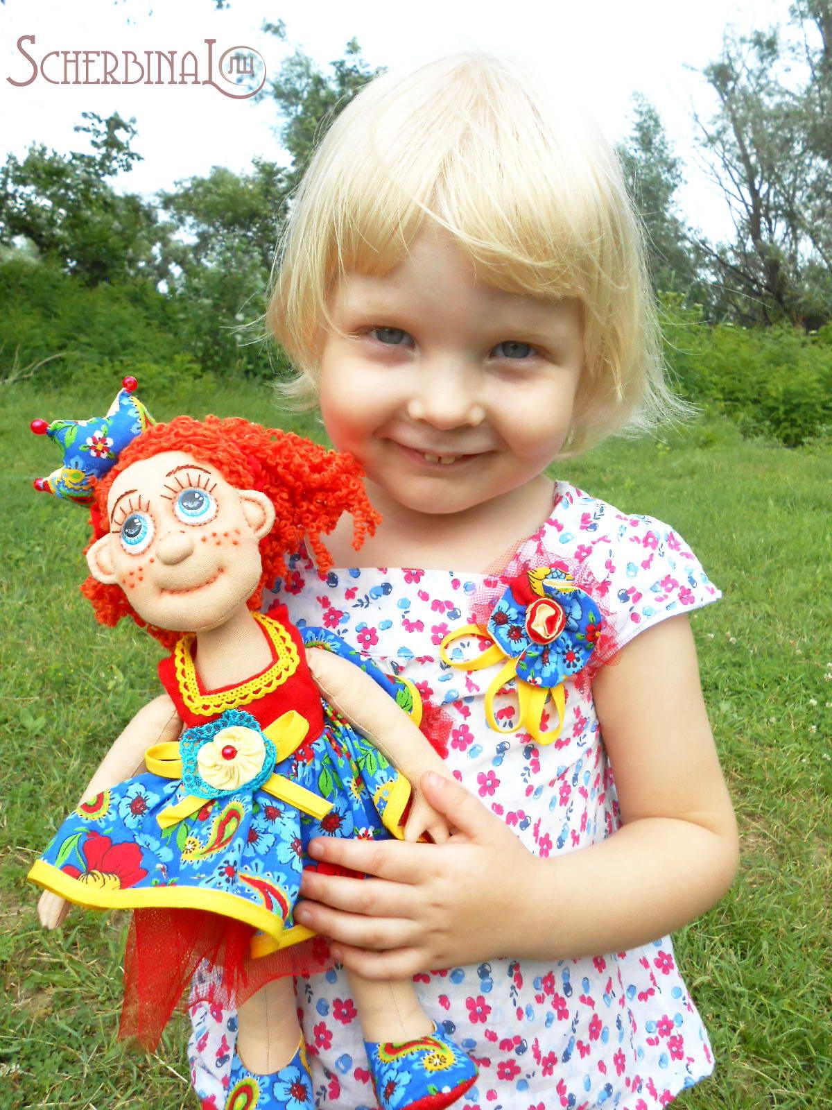 девочка с куколой