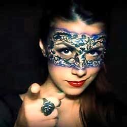 mascara veneciana maquillada