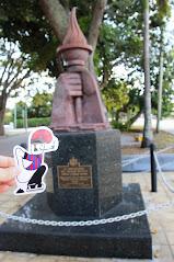 El catganer visita un monument a Miami