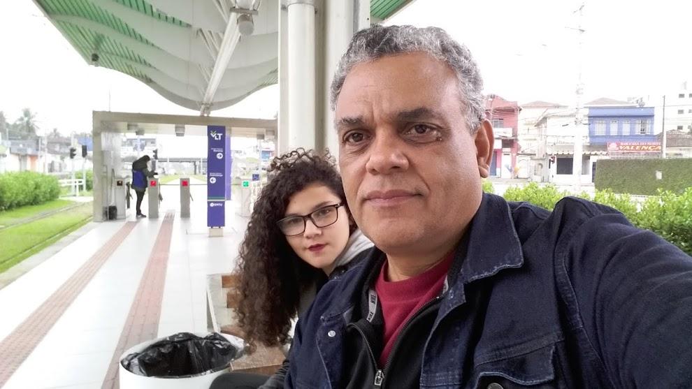 O AUTOR E SUA JOVEM COLABORADORA