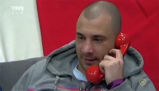 VV Gergő telefonál