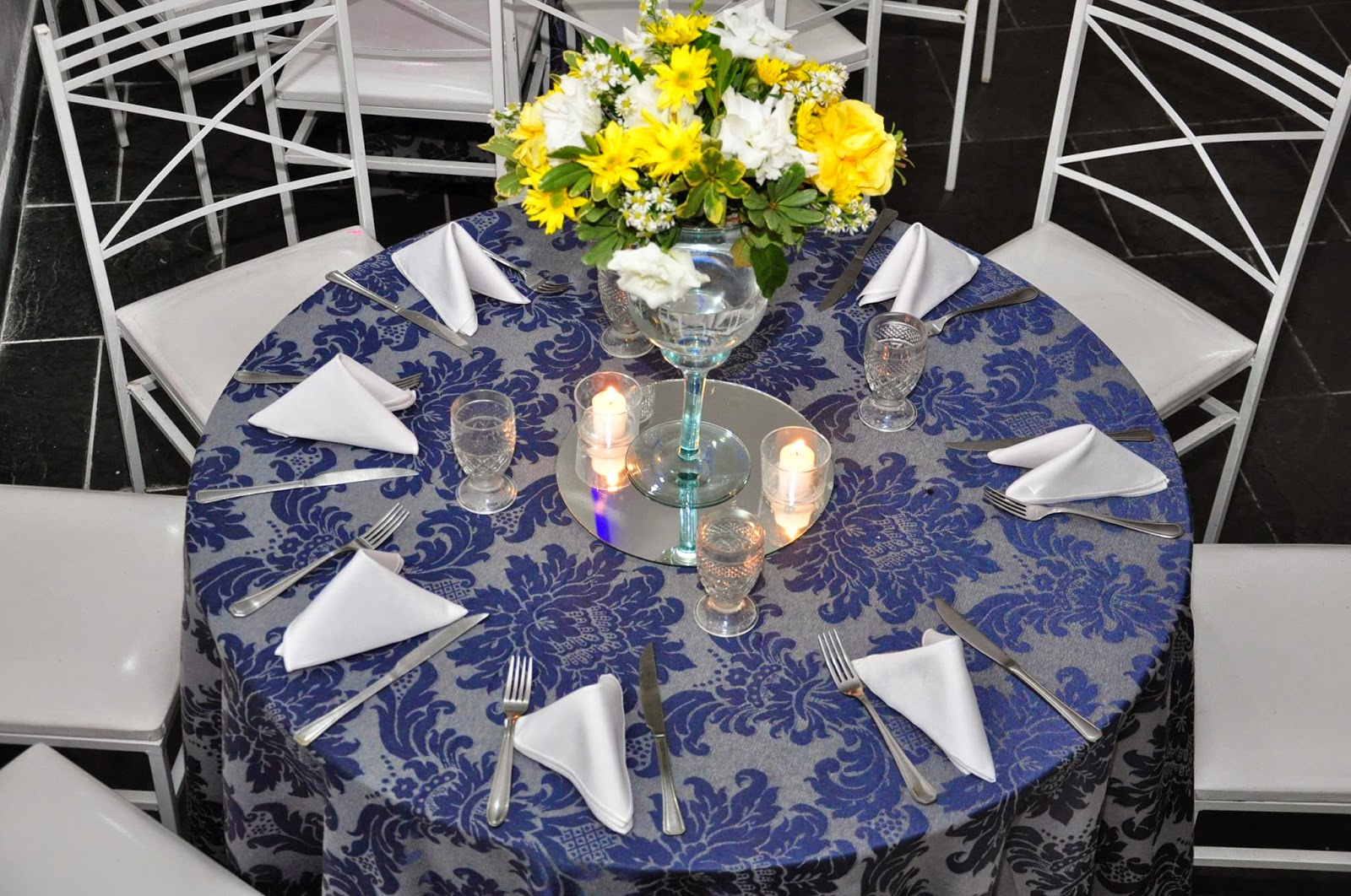 decoracao casamento azul marinho e amarelo:buffet bolando festas: Casamento decoração azul marinho e amarelo 23