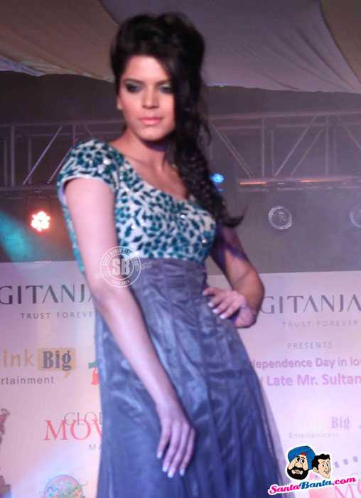 Model Walk the Ramp at Global Movie Independence Fashion Show  - (3) - Global Movie Independence Fashion Show Photos