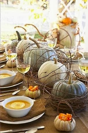 http://www.southshoredecoratingblog.com/2013/10/fall-and-thanksgiving-table-settings.html
