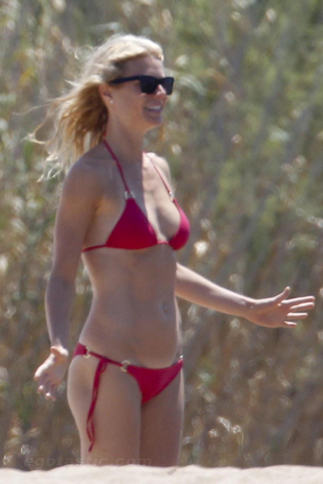 Celebrities in hot bikini gwyneth paltrow singer actress in