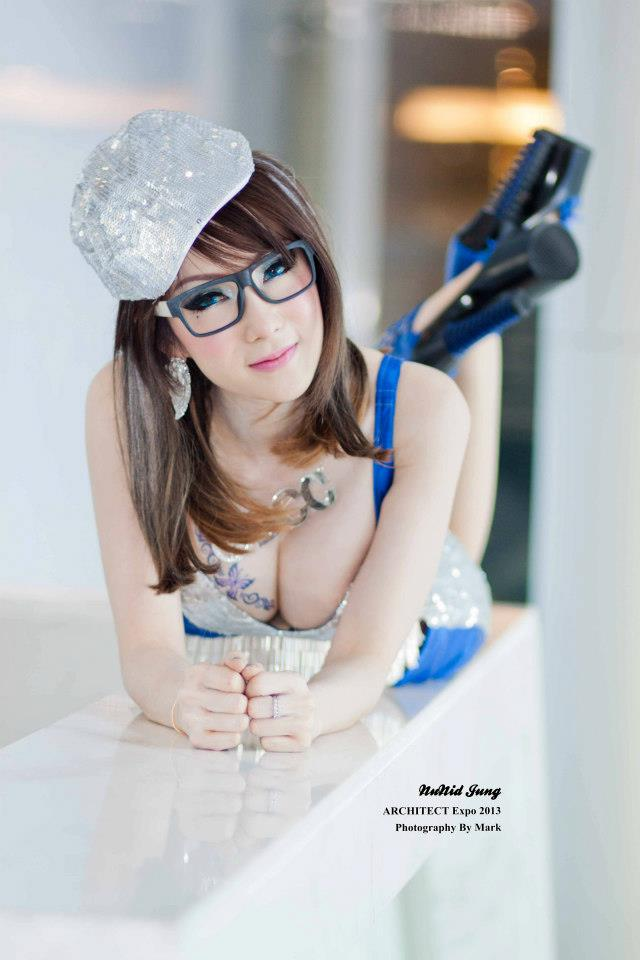 Nikky, Cute Thailand Model With Sexy Boobs Pict