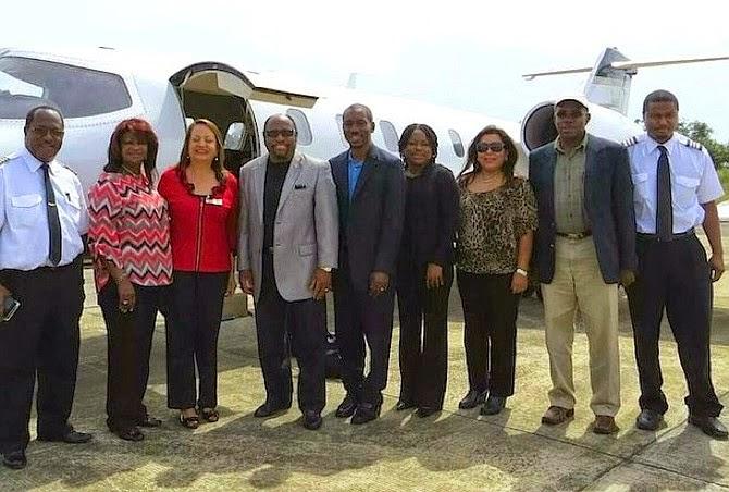 Últimos momentos de Myles Monroe, sua esposa e equipe antes de decolar.