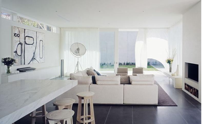 Casas minimalistas y modernas todo blanco con piso negro Interiores de casas modernas de un piso