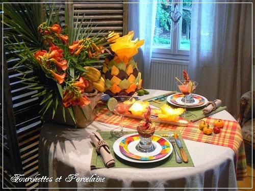 Fourchettes et porcelaine table creole for Decoration antillaise